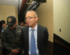 Roberto Stalling Sierra, ligado a proceso y obtuvo del juez una fianza de Q100 mil. (Foto Prensa Libre: E. Bercian)
