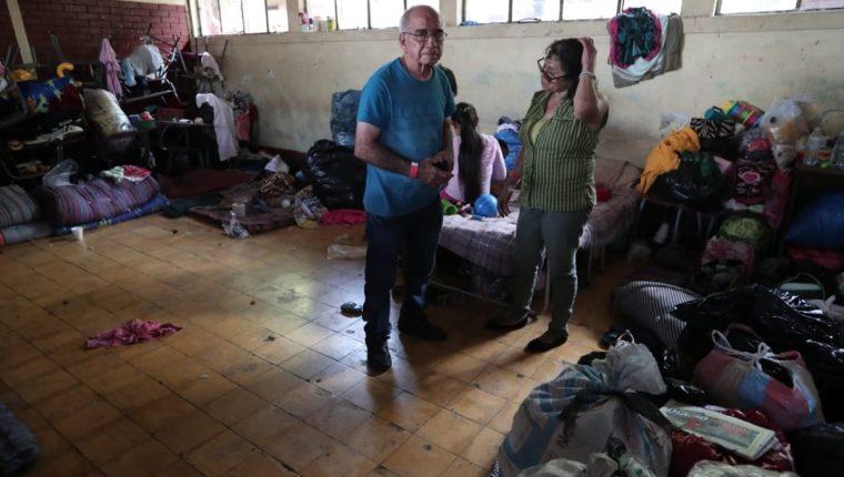 Familias viven hacinadas en los albergues de Escuintla. (Foto Prensa Libre: Álvaro Interiano)