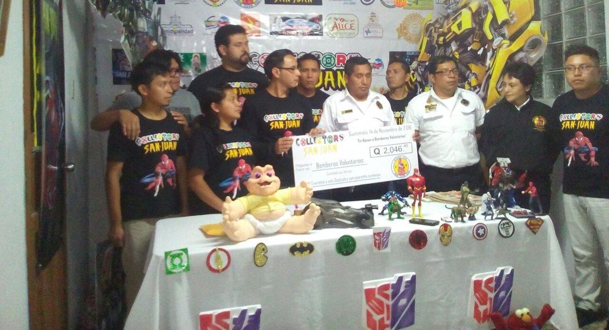 Bomberos Voluntarios de San Juan Sacatepéquez han sido beneficiados con las actividades. (Foto Prensa Libre: Cortesía Collectors San Juan).