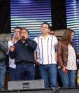 Presidente Jimmy Morales y su esposa Patricia fueron invitados al cementerio de Santiago a observar los barriletes gigantes. (Foto: Renato Melgar)