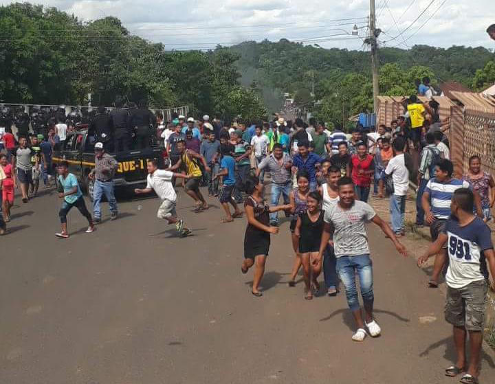 La situación se mantiene tensa en Coatepeque por el tema de energía eléctrica. (Foto Prensa Libre: Alex Coyoy).