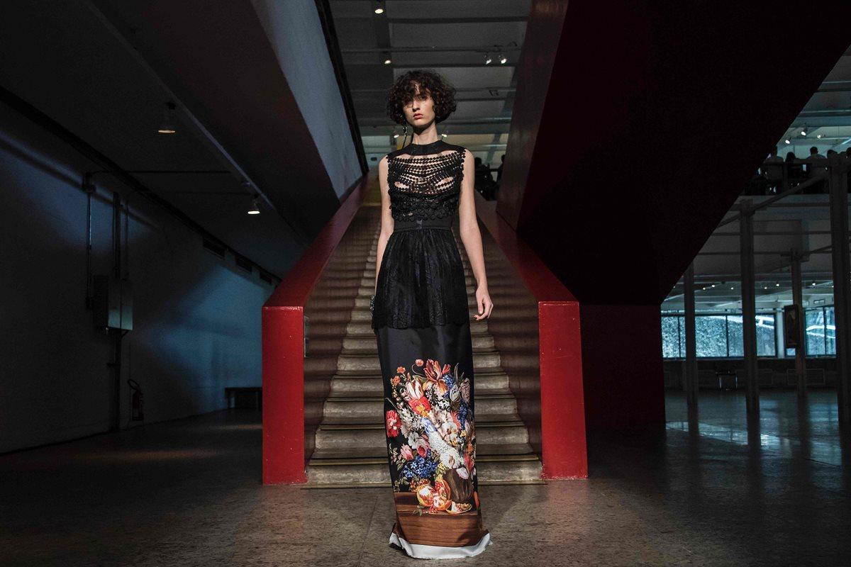 Uno de los diseños de A la Garconne, que deslumbra en la Semana de la Moda de Sao Paulo, Brasil. (Foto Prensa Libre, AFP)