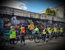 Las calles de las zonas 1, 2 y 4 serán escenario del recorrido en bicicleta, que tiene como objetivo fomentar el uso de este medio de transporte y dar a conocer aspectos históricos de la capital. (Foto Prensa Libre: Cortesía)