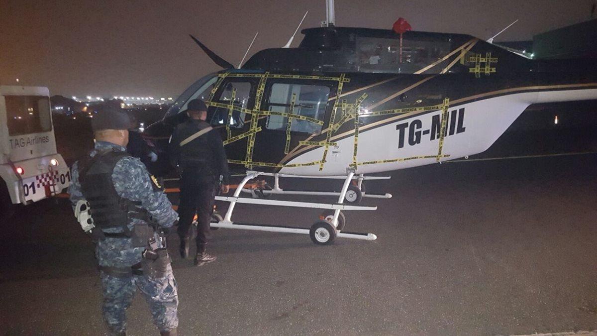El juez Miguel Gálvez ordenó inmovilizar dos aeronaves en un hangar privado del aeropuerto La Aurora, en la zona 13. Foto Prensa Libre: PNC)