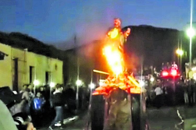 El diablo ecológico gigante del barrio La Concepción,  Antigua Guatemala, representaba la búsqueda del poder político.