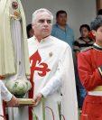 La coronación de la imagen de la Virgen de Fátima fue uno de los momentos de mayor fervor. (Foto Prensa Libre: Estuardo Paredes)