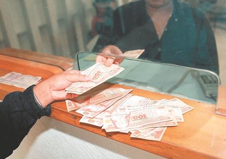 Los recursos destinados para atender a la población son utilizados para satisfacer los pactos, según analistas. (Foto Prensa Libre: Hemeroteca PL)