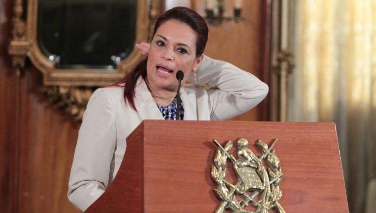 Uno de los momentos durante la conferencia de prensa. (Foto Prensa Libre: Paulo Raquec)