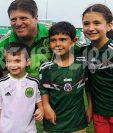 Miguel Herrera, durante el reconcimiento de cancha de la selección de México. (Foto Prensa Libre: Óscar Felipe Q.)