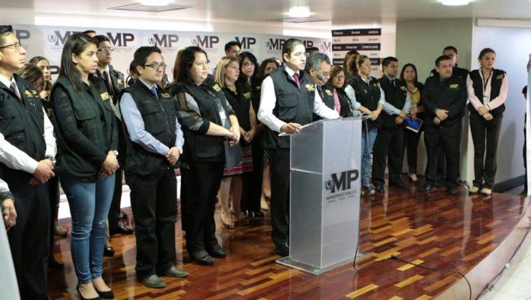 Fiscales anunciaron apoyo a Iván Velásquez y Thelma Aldana y advirtieron de posibles riesgos. (Foto Prensa Libre: Esbin García)