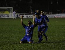Los jugadores Azules consiguieron un importante triunfo en la fecha 12. (Foto Prensa Libre: Eduardo Sam Chun)