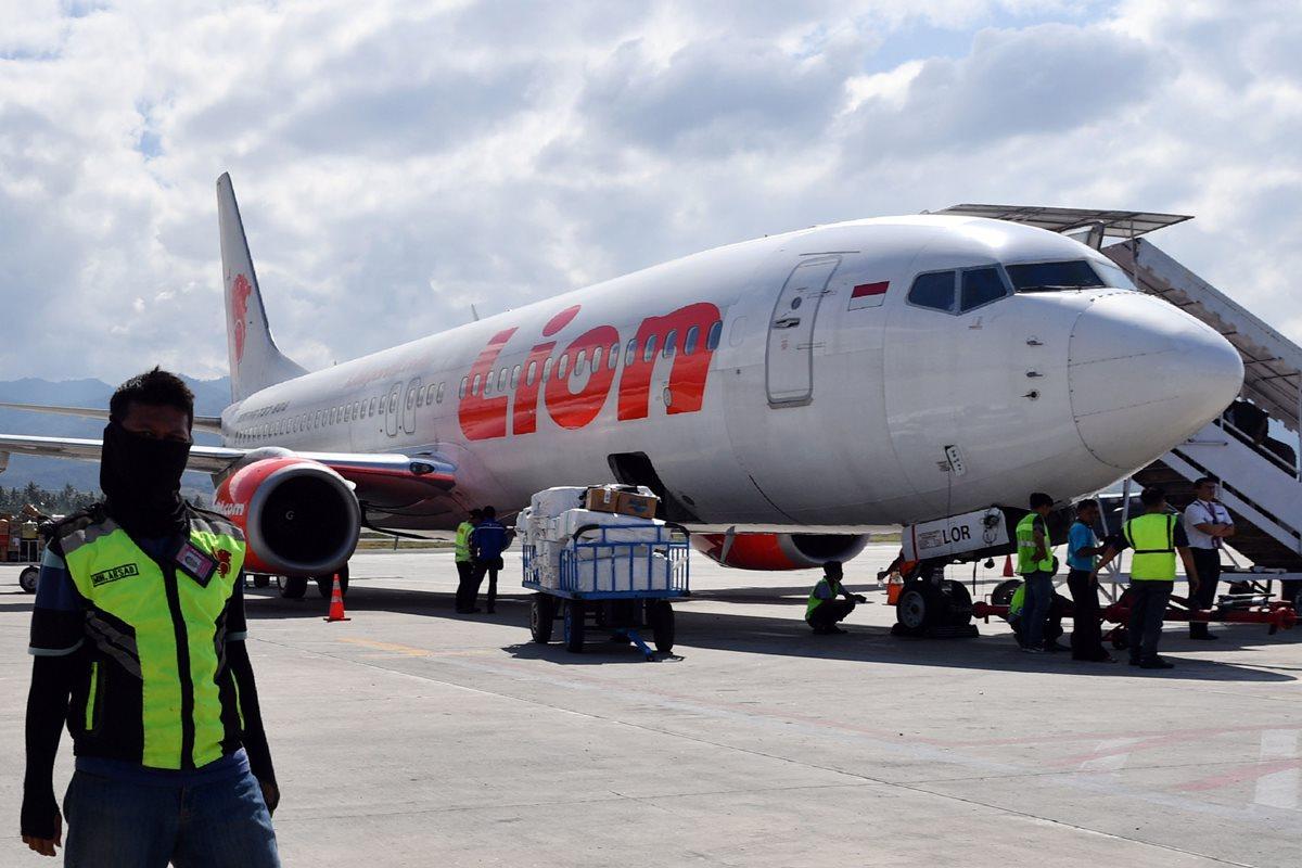 El avión de la compañía Lion Air se estrelló 13 minutos después de haber despegado. (Foto Prensa Libre: AFP)