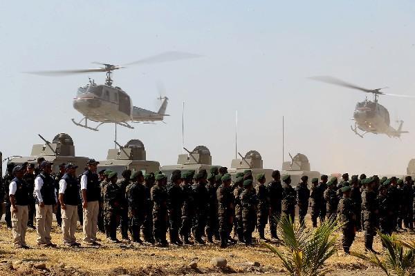 Con vehículos blindados, helicópteros y embarcaciones, la Fuerza de Tarea Tecún Umán hace una demostración de su capacidad de acción.