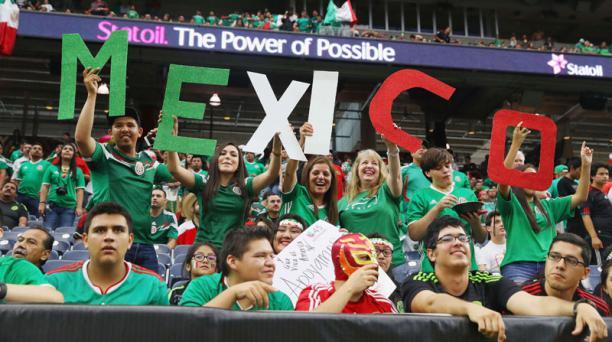Las porras de la afición mexicana ha dado problemas a la federación. (Foto Prensa Libre: AFP)