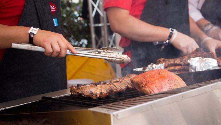 Cocineros aficionados y profesionales ofrecerán sus mejores platillos para ganar un desafío. (Foto Prensa Libre: Cortesía Club Rotario Guatemala de La Ermita)