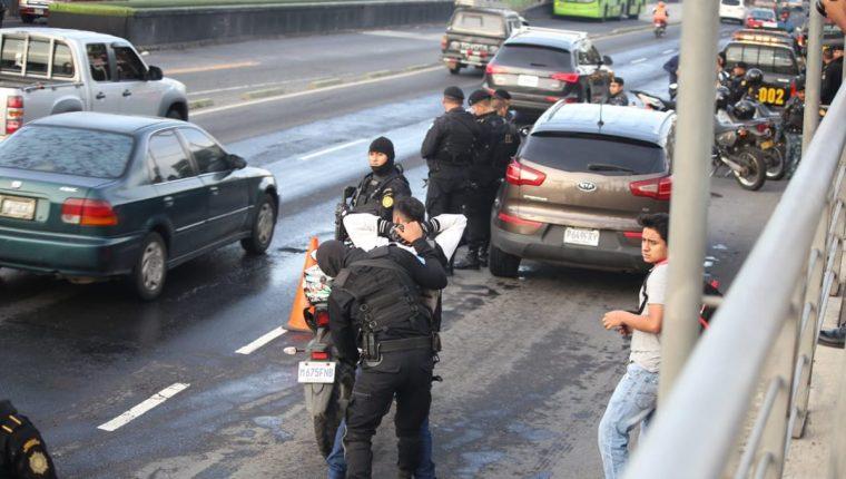 Según la PNC los operativos se efectúan por lo regular en lugares amplios y con suficientes agentes policiales.(Foto Prensa Libre: PNC)