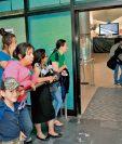 Viajeros por vía aérea están comprando boletos con rebajas de hasta la mitad del precio.