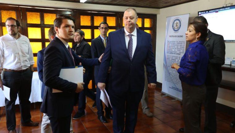 Ejecutivos de Minera San Rafael y otras instituciones presentaron cuatro solicitudes de acceso a la información ante la CC. (Foto Prensa Libre: Esbin García)