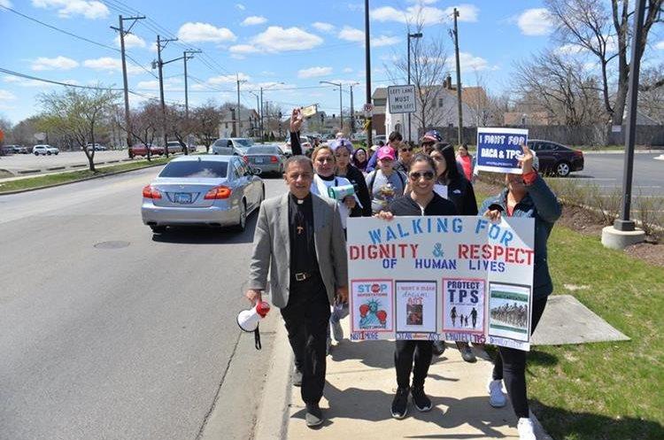 Beneficiarios de los programas DACA y TPS participan en una marcha a Washington DC.(EFE)