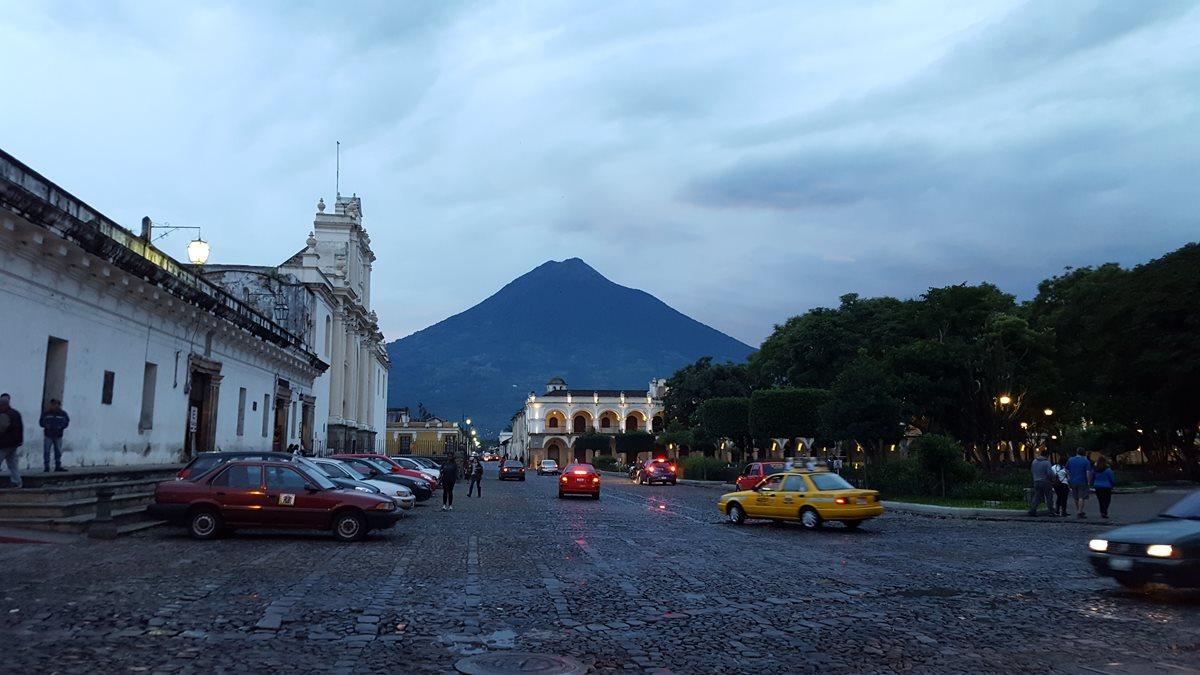 Operadores piden a autoridades divulgar que sitios como Antigua Guatemala no tienen problemas. (Foto Prensa Libre: Hemeroteca PL)