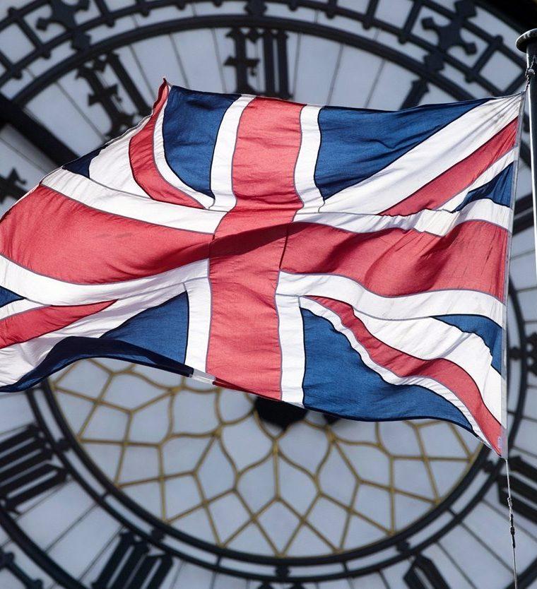 Una fotografía de archivo del 9 de marzo del 2017 muestra la bandera británica ante el Big Ben en Londres. (EFE).