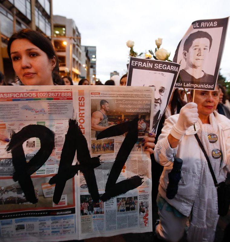 Marcha de familiares, amigos y colegas del equipo de prensa ecuatoriano secuestrado en la frontera con Colombia.(EFE).