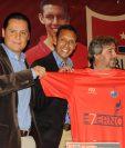 Claudio Albizuris se mostró tranquilo y satisfecho por la decisión que ha tomado. (Foto Prensa Libre: Jeniffer Gómez)