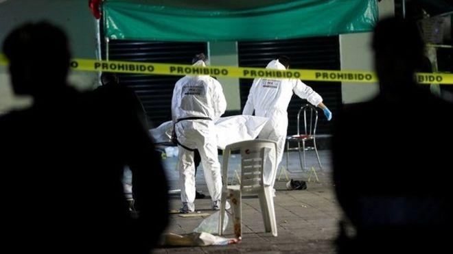 Seis personas perdieron la vida en la Plaza Garibaldi. REUTERS