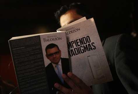 El precandidato presidencial Manuel Baldizón habría cometido plagio en su libro Rompiendo paradigmas.