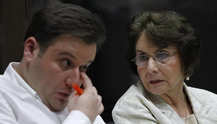 Beatriz Ofelia de León junto a su hijo, Roberto Barreda, principal sospechoso del asesinato de Cristina Siekavizza. (Foto Prensa Libre: Hemeroteca PL)