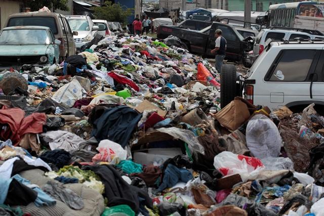 Denuncian aumento de basura en el mercado San Martín, zona 6