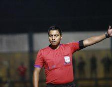 Bryan López se encargará de impartir justicia en el trascendental Clásico 296, del próximo domingo, en el estadio Doroteo Guamuch Flores (Foto Prensa Libre: Hemeroteca PL)