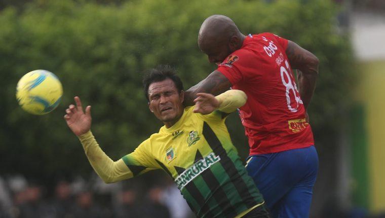 Ángel Rodríguez no pudo aportar su cuota goleadora en la serie frente a Municipal. (Foto Prensa Libre: Hemeroteca PL