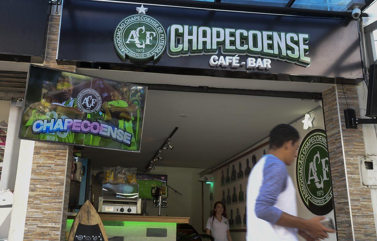 Homenajean en Medellín al Chapecoense con un bar temático