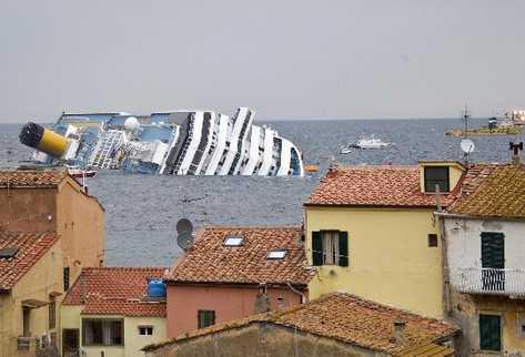 la nave  podría representar un riesgo ecológico para las costas italianas, debido a las más de cuatro mil toneladas de carburante que llevaba.