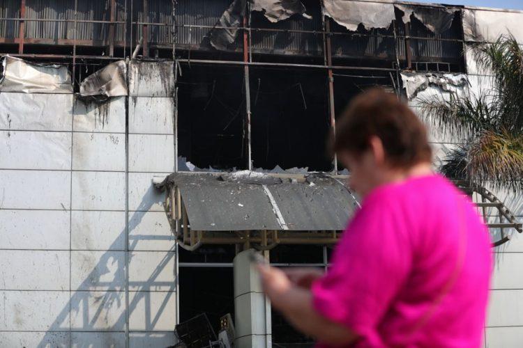 El incendio se produjo en un local donde operaba una librería, ubicada en el segundo piso.