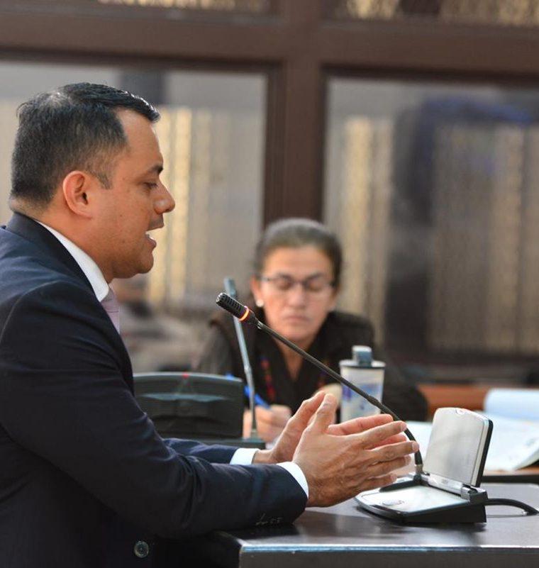 Stu Velasco durante su comparecencia en el Tribunal de Mayor Riesgo. (Foto Prensa Libre: Erick Ávila)