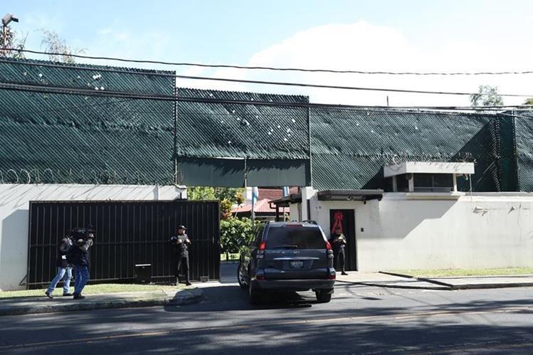 Ingreso a la sede de la Cicig en la capital, donde se desempeñan los investigadores que necesitan las visas para trabajar. (Foto Prensa Libre: Hemeroteca PL).