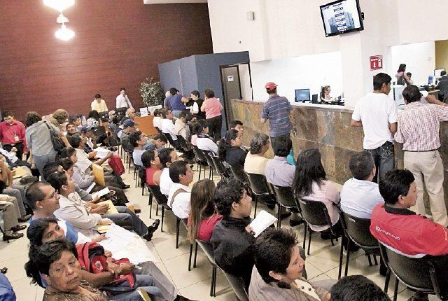En enero miles asisten a resolver su situación fiscal. (Foto Prensa Libre: Hemeroteca PL)