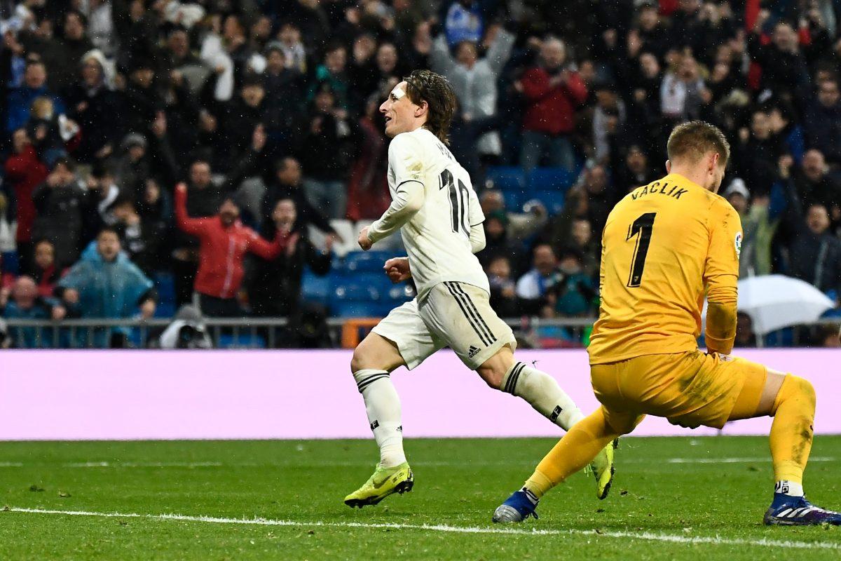 El Real Madrid superó 2-0 al Sevilla con goles de Casemiro y Modric