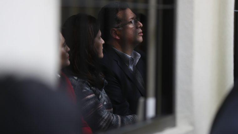 Jorge Rolando Barrientos Pellecer y sus exconcejales durante una de las 27 audiencias. (Foto Hemeroteca PL)