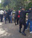 Agentes efectúan registros en los parques y áreas de recreación metropolitanos en busca de drogas y otros ilícitos. (Foto: PNC)