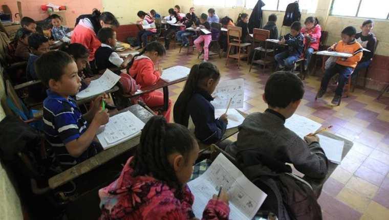 Este lunes 7 de enero inicia un nuevo ciclo escolar en el que se intenta tener más inversión y mejorar los servicios educativos. (Foto Prensa Libre: Hemeroteca PL)