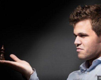 Carlsen ha defendido con éxito su título mundial desde que lo ganó por primera vez en 2013. (Foto Prensa Libre: BBC News Mundo)
