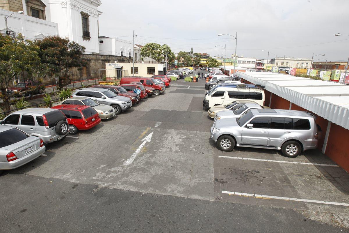 Comuna emite nuevos costos para parqueos municipales