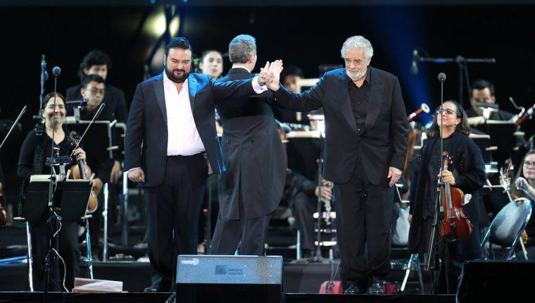 Plácido Domingo junto a Mario Chang, en el concierto celebrado la noche del martes pasado, en ciudad de Guatemala (Foto Prensa Libre: Keneth Cruz).