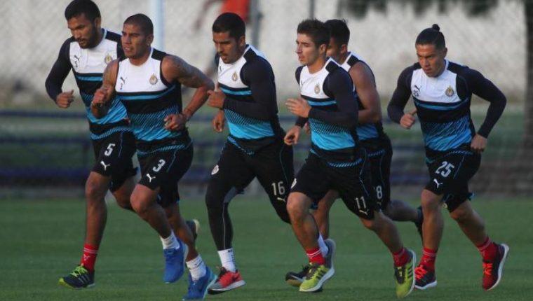 Las Chivas de Guadalajara se alistan para el clásico tapatío frente al Atlás. (Foto Prensa Libre: Chivas)