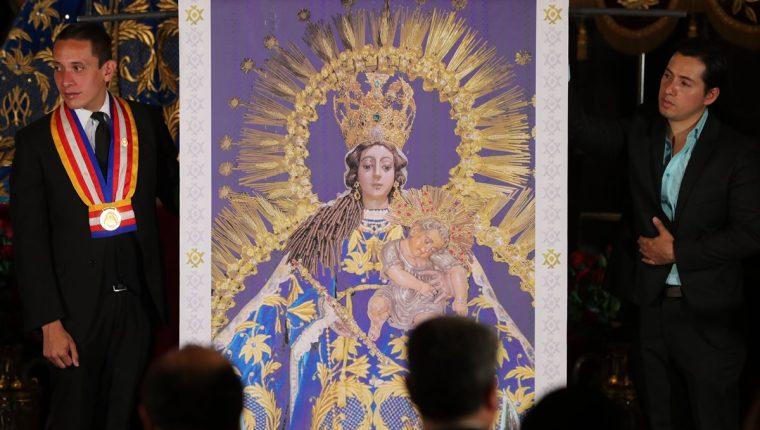 Representación en tamaño real del mosaico de la Virgen de Rosario que será instalado en los jardines del Vaticano, Italia.(Foto Prensa Libre: Érick Ávila)