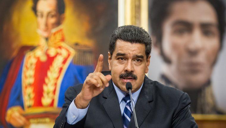 El preisdente Nicolás Maduro, durante la transmisión de un mensaje a la nación. (Foto Prensa Libre: EFE).