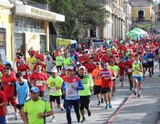 El año pasado corrieron más de mil deportistas quetzaltecos para apoyar a los niños de Escuela Especial Xelajú. (Foto Prensa Libre: Raúl Juárez)
